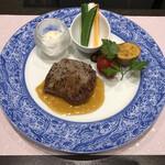 みやまダイニング畔 - 肉料理:肥後牛ステーキ 野菜のスティックサラダ