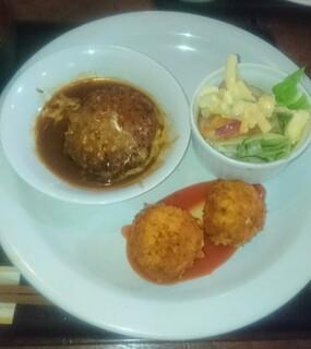 洋食家ロンシャン - ハンバーグとカニクリームコロッケ