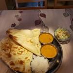 Mayur - 料理写真:Bランチ 850円  キーマカレーと茄子とひき肉のカレー、ナン、ライス、ミニサラダ