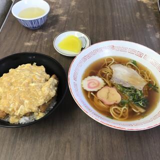 玉山食堂 - 料理写真:カツ丼とミニ中華そば(セット) ¥1.150(税込)