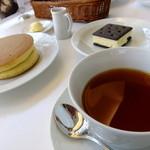 13446273 - ホットケーキ・雪こんチーズ・紅茶