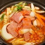 ☆プデチゲ(ハム類、野菜、キムチなど色々入った鍋) 一人前