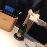 134461056 - ソムリエさんが間違いないワインを選んでくれます!