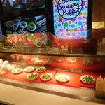 ビタースイーツ・ビュッフェ - 店内(サラダ、桃食べ放題のコーナー)