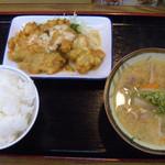 今福食堂 - ご飯(中) チキン南蛮 250円 豚汁
