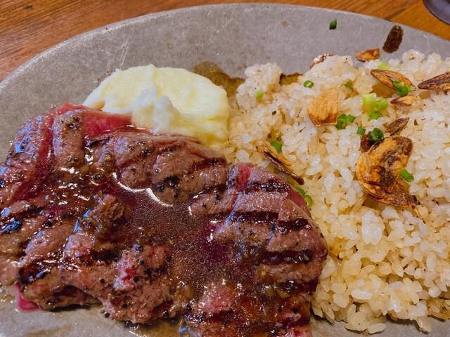 熟成肉バル 肉賊カウぼーずの料理の写真