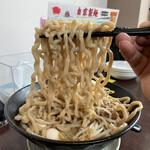 豚さんち - 麺リフト