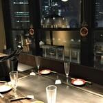 神戸六甲道・ぎゅんた - 半個室は窓の外の東京駅を眺望できます