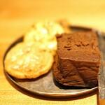 Mixology Salon - チョコレートブラウニーとお煎餅