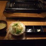 明石焼肉 MORISHIN - スープ、野菜、タレ