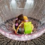 CAINOYA - 翡翠茄子の揚げ浸し 賀茂茄子の揚げ焼き 水茄子のヨーグルト漬け 乳酸発酵 バルサミコ酢などをガストロバックした巨峰 摘果メロン