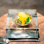 CAINOYA - じゅん菜のモヒート ヘーゼルナッツとマンゴーのジェラート、 パッションフルーツ
