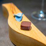 CAINOYA - オーガニックカカオのチョコレート、パッションフルーツ 紫陽花の花をイメージしたメタルチョコレート