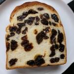 134497843 - 77%ぶどうパンの厚切りレーズントースト