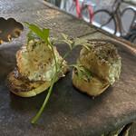 grilled beef winebar zuiji - ・ゴルゴンゾーラムースと蜂蜜のブルスケッタ 1P 340円