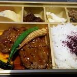 牛たん 伊地知 - 牛つくね弁当:1,200円