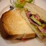 UCC CAFE PLAZA - Wハムとジューシー野菜のサンドランチ