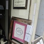 134514157 - 三日月氷菓店(外観)