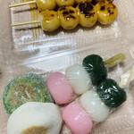 今西誠進堂 - 料理写真:てまえの2つはリピしたい♪ 焼き餅と三色だんご♡