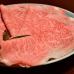 134518867 - 【極上すき焼き@8,800円】鳥取県産 黒毛和牛。基本は3枚での提供。