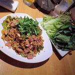 タイ田舎料理 クンヤー - ネームクック(野菜たっぷりの自家製ソーセージのサラダ) 1,400円