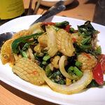 タイ田舎料理 クンヤー - パットガパオプラームック(値段不明)