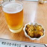 キムラヤ - 無料のお通しはコーンの入った揚げ物的物体
