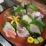 海鮮カフェ&バー グラベル - 料理写真:活鯵入りおまかせ刺し盛り