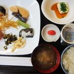 スカイロード - 和食系のおかずがいっぱいあるんで嬉しいです