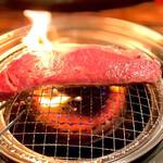 134538168 - サーロインステーキ 焼き焼き風景