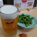 信州健康ランド お食事処 - ドリンク写真:アサヒスーパードライ(大ジョッキ)とつまみと枝豆