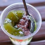 134547731 - 抹茶の緑と小豆の色が食欲をそそります。