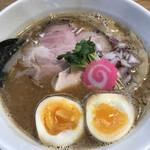 中華そば 正念場 - 料理写真:淡路鶏こってり鶏煮込み醤油らーめん780円+味玉100円