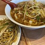 餃子菜館 勝ちゃん - 味噌ラーメン。絶妙な野菜と生姜