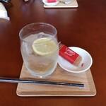 おやつカフェ binon - ドリンク写真:エルダーフラワーソーダ