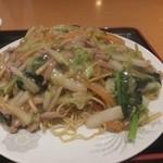 東海菜館 - 豚肉細切り焼きそば750円+大盛100円