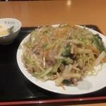 東海菜館 - 豚肉細切り焼きそば750円+大盛100円、杏仁豆腐がつく