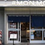 十勝ハーブ牛ホルモン MONMOM - 1階はカジュアルなカウンターでいただくホルモン鉄板焼き
