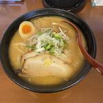 四代目 いちまる - 料理写真:味噌らーめん+チャーシュー1枚 ¥780+¥100
