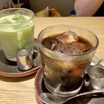 もみじ茶屋 - 抹茶ラテ(ice)とアイスコーヒー 京都森半の抹茶を使用したラテは、甘みが別添えです。