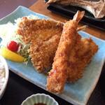 三崎「魚市場食堂」 - 鯵、カマス、えび、イカ