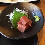 三崎「魚市場食堂」 - マグロぶつ、やはり美味しい