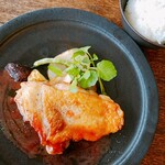 SATO - 山定食のメインは 県産鳥もも肉グリルプラムソース