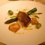 お魚。イサキや焼き白子、蛤 お野菜などです。