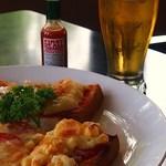 13461943 - ピザトースト&グラスビール