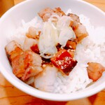 オカモト醤油ヌードル - 「ミニチャーシュー丼」(180円 税込)