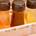 オカモト醤油ヌードル - (参考)友人の注文した唐揚げ専用の三種のお酢
