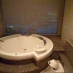 ホテル ラ・スイート神戸ハーバーランド - ブラインドを開けるとポートタワーが♪