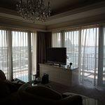 ホテル ラ・スイート神戸ハーバーランド - 朝の室内、レースのカーテンが素敵でした