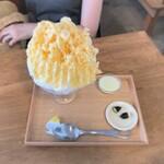 珈琲とかき氷のお店 きまぐれ屋 - きまぐれ屋@三浦市 まんごー生よーぐると(1300円)